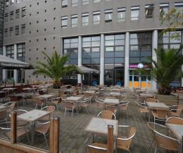 Te koop aangeboden CAFE-RESTAURANT <h10> ONDER VOORBEHOUD VERKOCHT </h10> met zeer groot terras nabij de Haagse Hogeschool