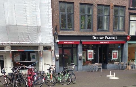 OP TOPLOCATIE IN CENTRUM DEN HAAG DOUWE EGBERTS CAFE VERHUURD